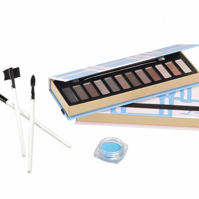 Package for sale of eye shadow and cosmetics