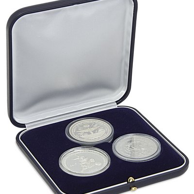 Coin case with blue velvet inlay for storing 3 coins