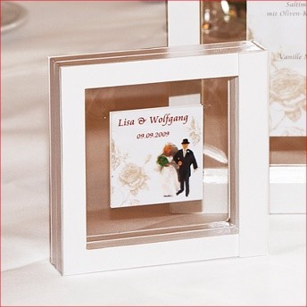 Offer your wedding guests a highlight with our FRAMES